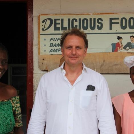 Mark Ankerstein mit Ghana YAP Koch-Auszubildenden | Photo © Opportunity International Deutschland